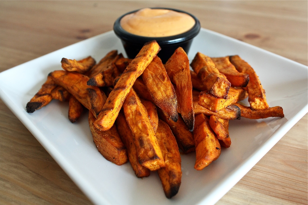 Baked sweet potato fries with spicy aioli